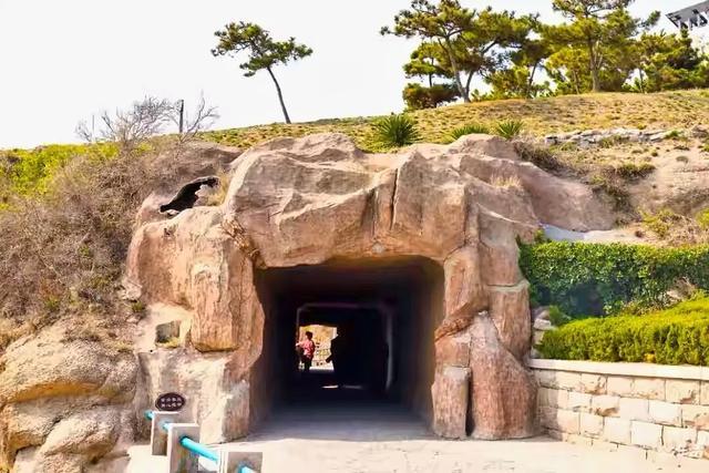 青岛的山洞也能成网红打卡还需排队