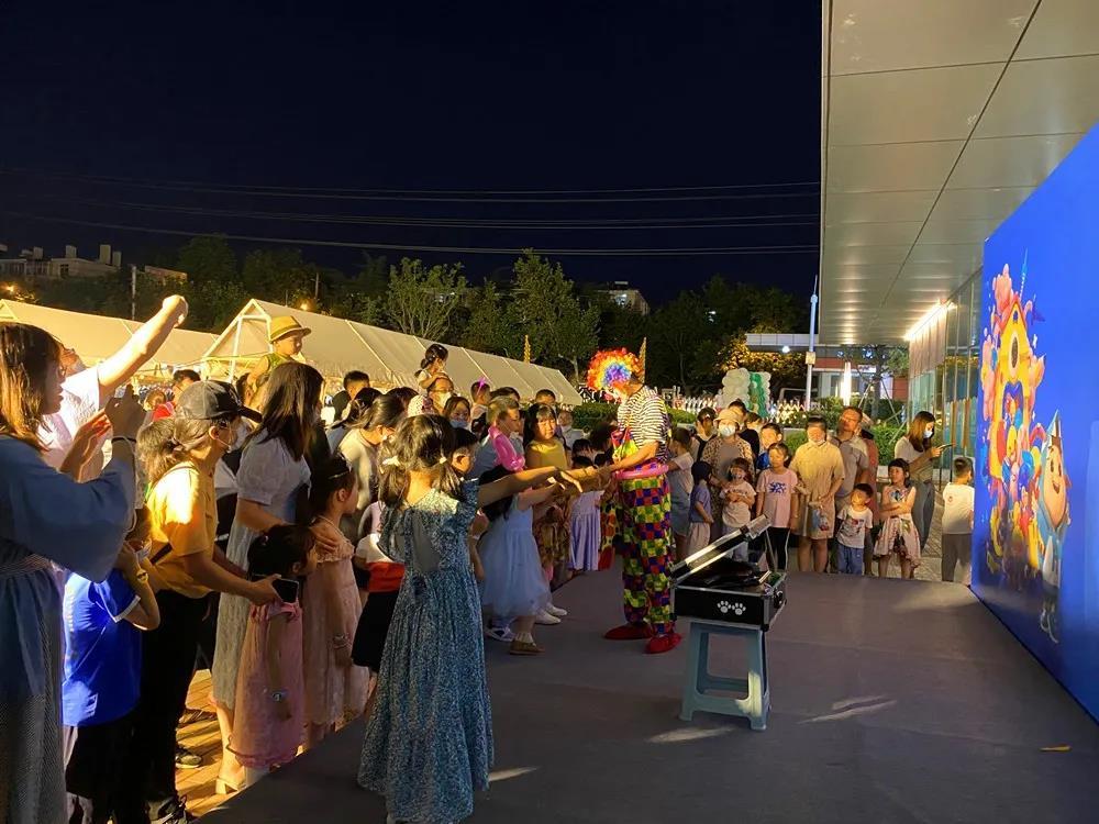 主题派对+亲子市集 海信科学探索中心夜市开启