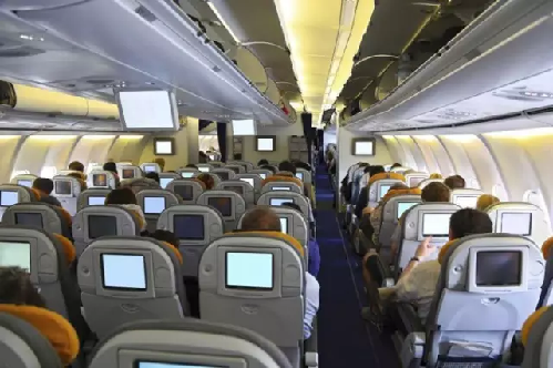在机翼后边缘之后的座位